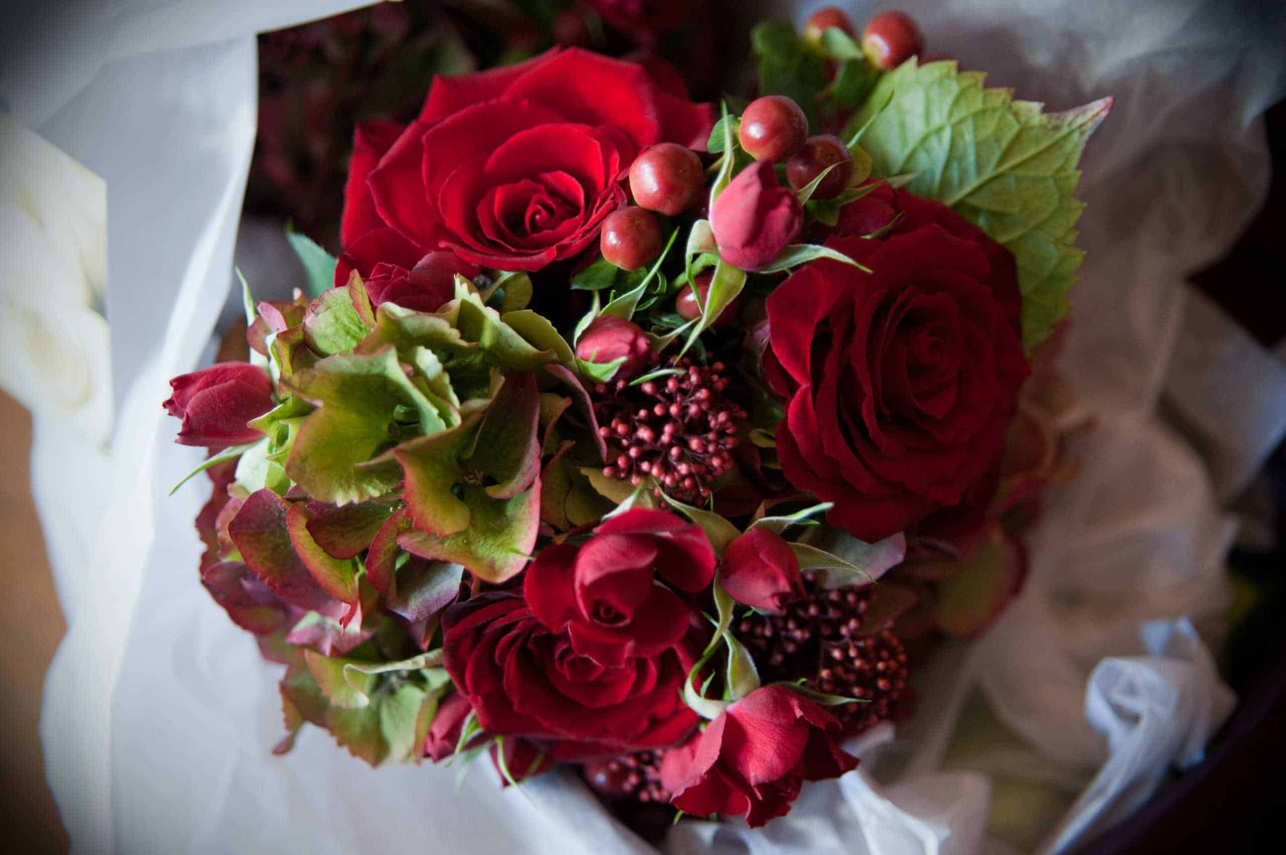 Winter Wedding Colours~Rich reds or winter white?