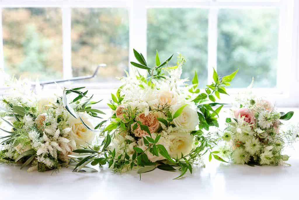 Hampshire wedding flowers bride and bridesmaids bouquets