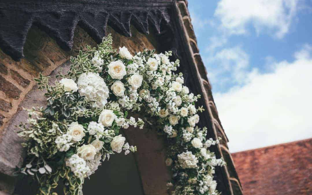 Hampshire weddings –Five reasons to choose a green and white colour scheme for your wedding this year.