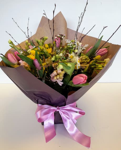 Gift-wrapped spring vase boquets