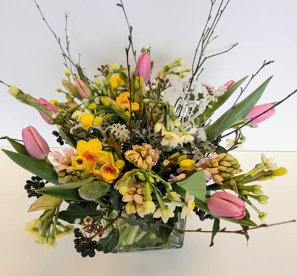 hampshire mother's day flowers, spring vase bouquet