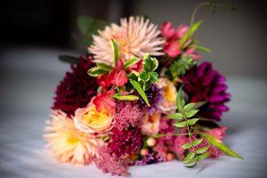brides-bouquet-of-autumn-wedding-flowers